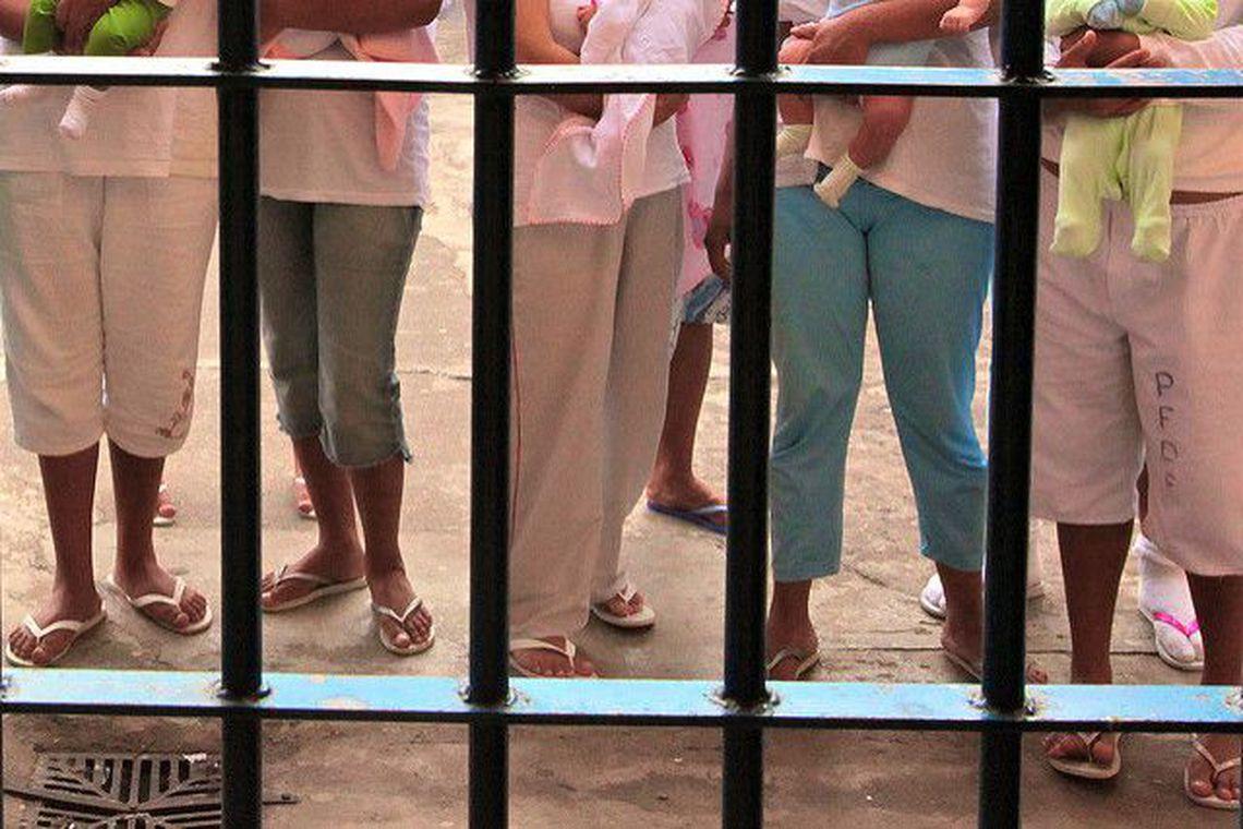 Mulheres presas enfrentam obstáculos para exercer maternidade em SP