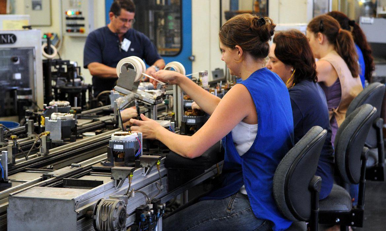 Confiança na indústria sobe pelo quarto mês consecutivo