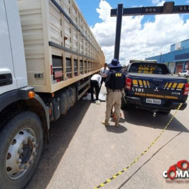 Mulher morre atropelada por caminhão na BR-364 em Ji-Paraná