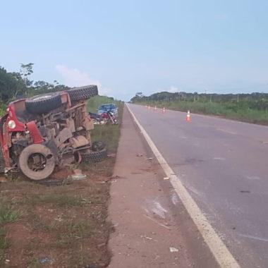 Duas crianças morrem em acidente na BR-364; motorista fugiu