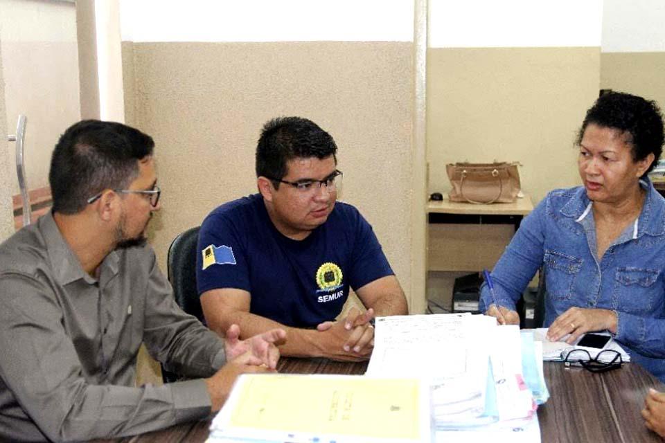 Anderson tem reunião na SEMUR, SEMED e busca regularização da escola Maria Isaura que necessita de reformas