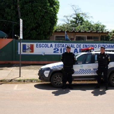 Polícia Militar orienta pais e aluno sobre a segurança com o retorno escolar