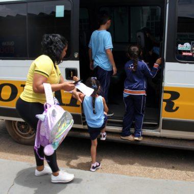 Na volta às aulas, Procon alerta pais de alunos a respeito de horários, condições e higiene das vans escolares