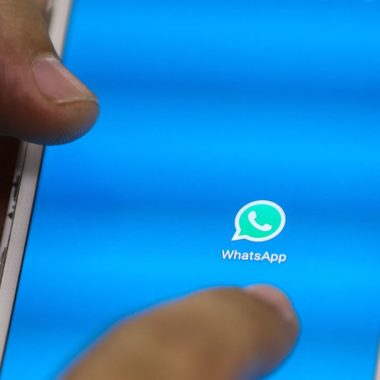 Procon notifica empresas por golpes via WhatsApp