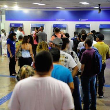 Caixa inicia 5ªfeira pagamento do abono do PIS