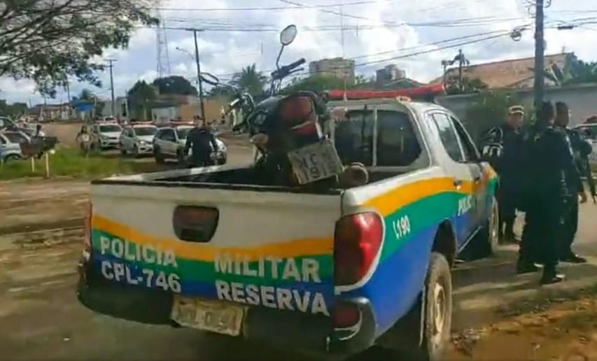Bandidos armados fazem família refém, mas se rendem após negociação com a PM