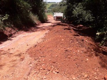 DER recupera pontos críticos em rodovias na região de Vilhena