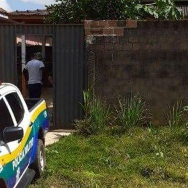 DUPLO HOMICÍDIO – Mãe e filha são encontradas mortas em quarto de residência