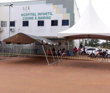 Hospitais Cosme e Damião e João Paulo II instalam tendas externas em preparação para futuras demandas de Covid-19
