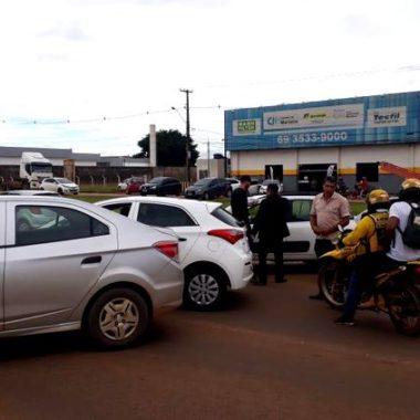 CAPITAL – Motoristas e caminhoneiros fecham BR 364 nos dois sentidos e exigem redução do ICMS da gasolina