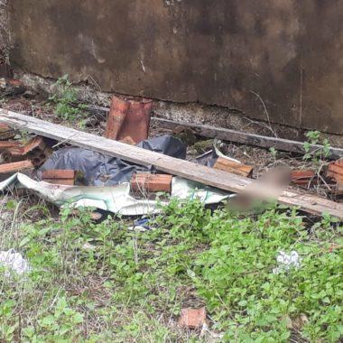 Mulher achada com a cabeça esmagada ainda não foi identificada