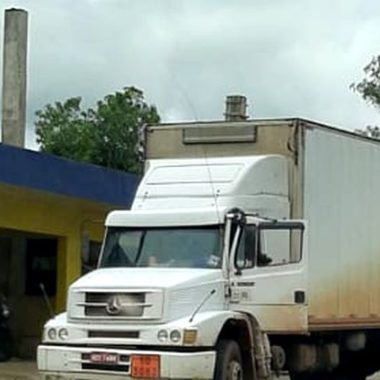 PRF flagra caminhão transportando resíduos com licença vencida
