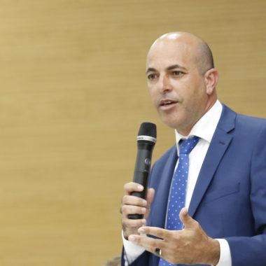 Ismael Crispin comemora aquisição de ambulância para Novo Horizonte do Oeste