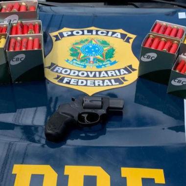 Porte de arma e foragido por estupro: PRF realiza duas prisões em Porto Velho