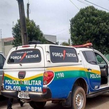 Polícia Bandidos armados jogam mãe e filha para fora de carro e roubam veículo em Vilhena