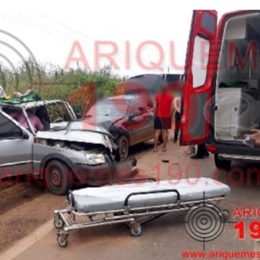 Grave acidente envolvendo três veículos na Br-364