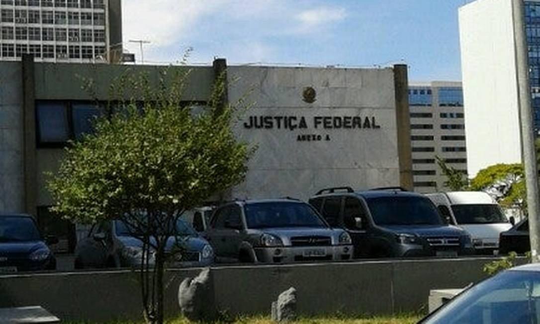 Juiz federal bloqueia fundo partidário e autoriza uso no combate ao coronavírus