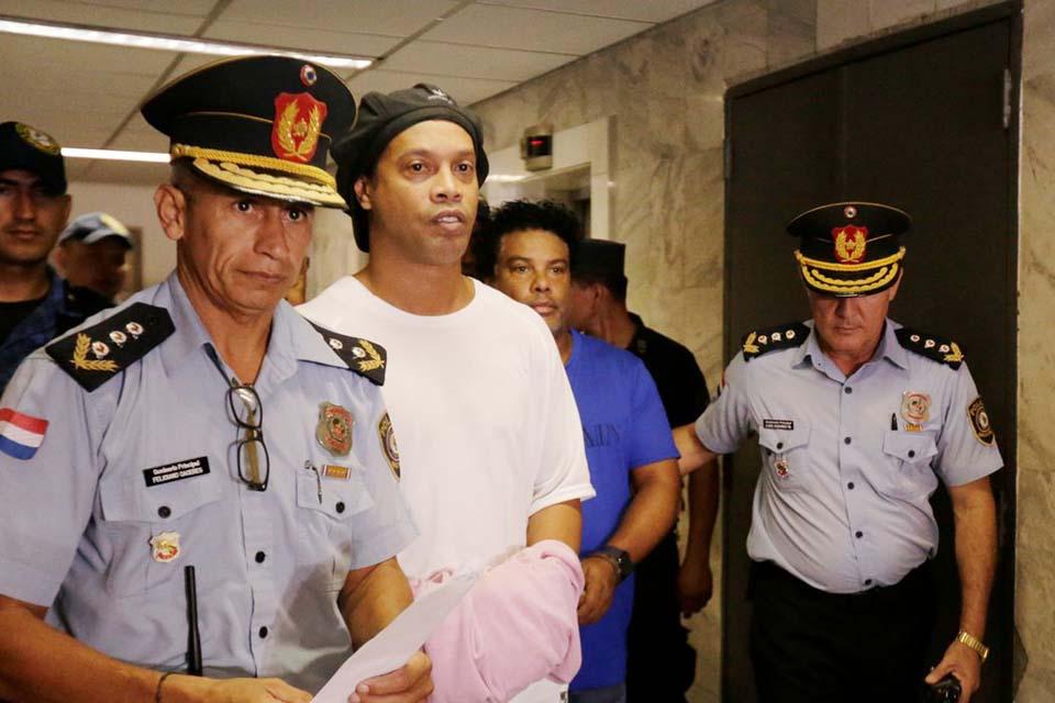 Ronaldinho Gaúcho fala pela primeira vez após saída da prisão