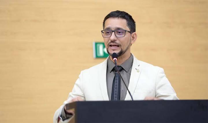 CORONAVÍRUS – Deputado Anderson indica a necessidade de aulas virtuais durante estado de calamidade