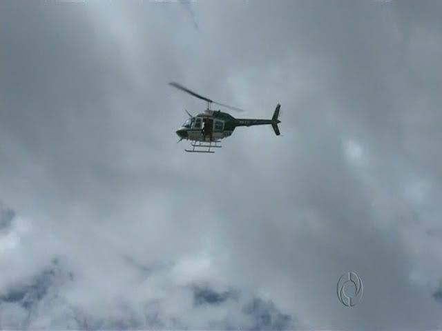 SEQUESTRO RELÂMPAGO – Mulher é atacada por criminoso armado, helicóptero da PM persegue e suspeito foge pela mata
