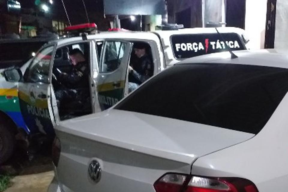 Motorista de aplicativo e passageiro são presos após perseguição