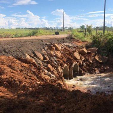 DER realiza serviço emergencial da RO-133 na região central de Rondônia