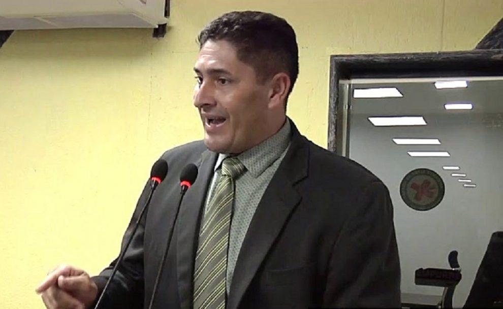 Atendendo pedido do vereador Márcio Pacele, Emdur conclui reparos em pontos de iluminação no bairro Rosalina de Carvalho