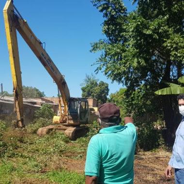 Prefeitura atende pedido do vereador Márcio Pacele e realiza limpeza de córrego no bairro Lagoinha
