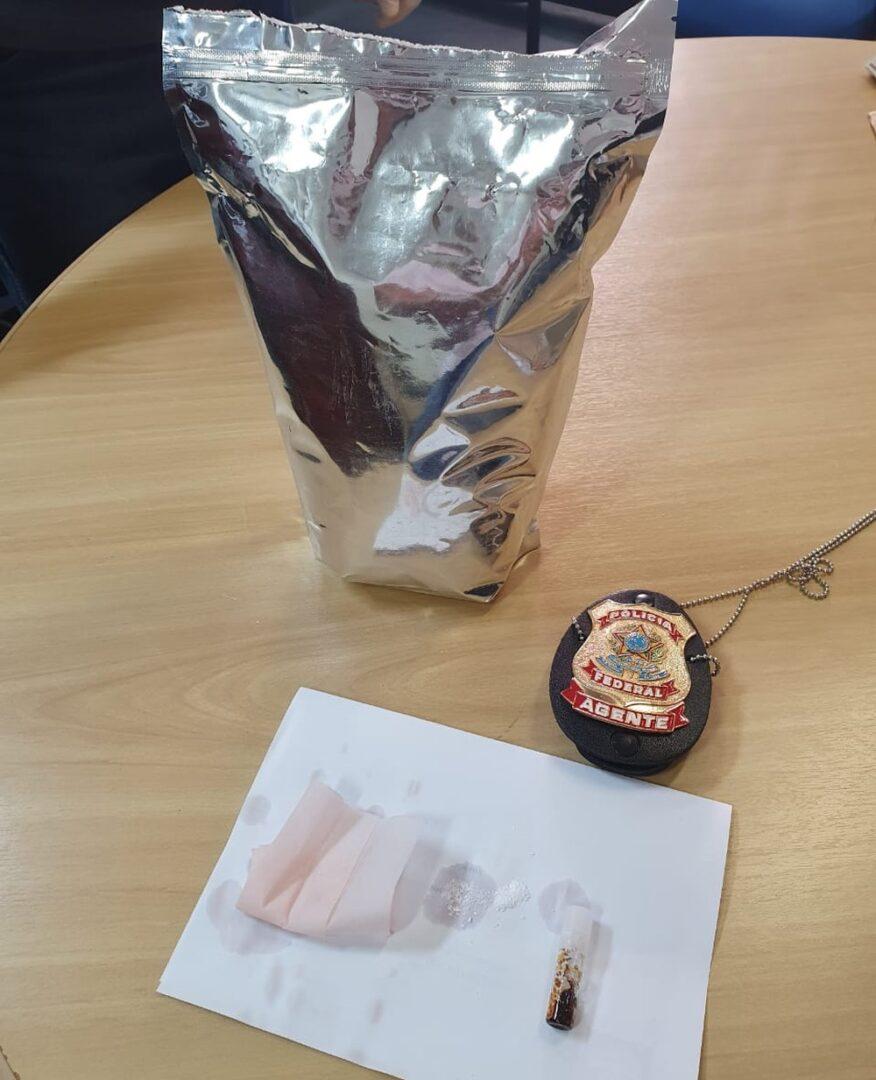 Trio é preso após receber 1 kg de ecstasy pelos Correios, em RO