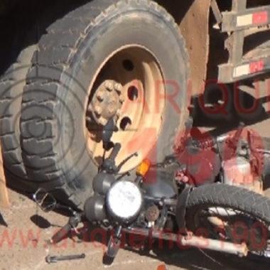 Caminhão passa por cima de motocicleta em Ariquemes