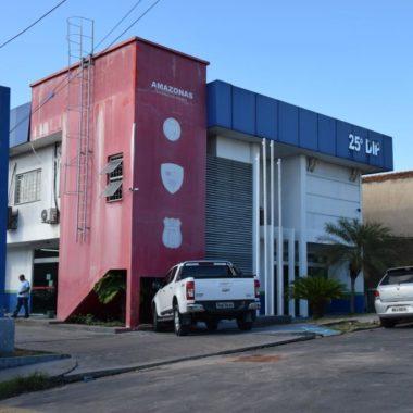 Homem é preso após ser flagrado aliciando a própria filha em Manaus