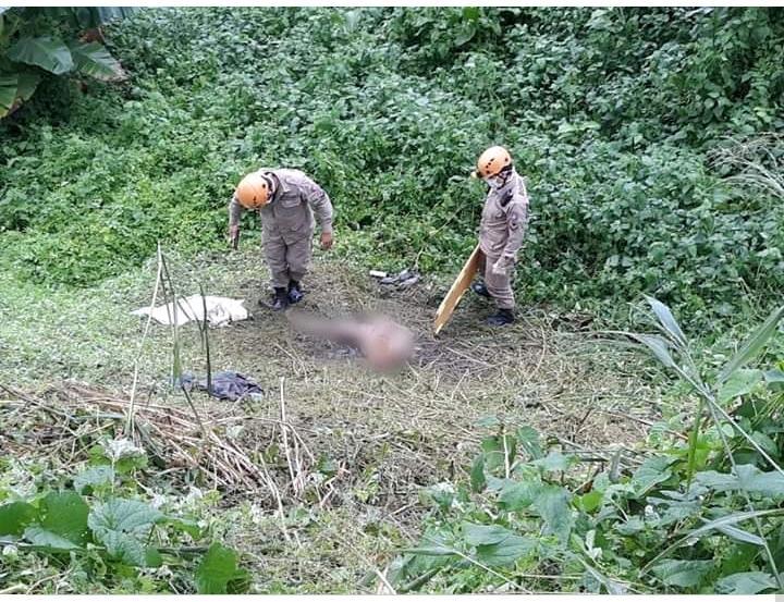 Homem é encontrado nu, mutilado por faca e em estado de decomposição – IMAGENS FORTES
