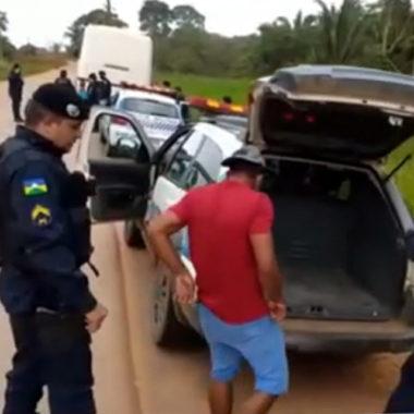 Casal é preso com droga dentro de ônibus que seguia para distrito de São Carlos