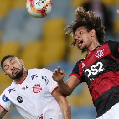 Flamengo vence Bangu no retorno do primeiro estadual do país