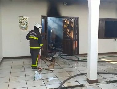 Casa de jornalista Victória Bacon é destruída por incêndio na capital