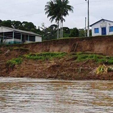 BANZEIRO – Erosão ocasionada pelo Rio Madeira compromete orla em Humaitá