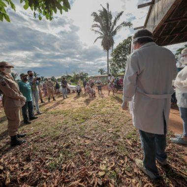 Moradores do setor chacareiro de Porto Velho realizam testagem rápida para detectar o coronavírus