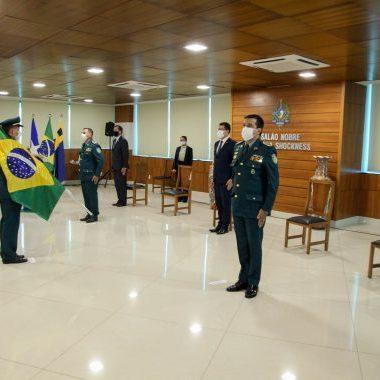 Coronel Almeida assume o comando da Polícia Militar e recebe do governador desejo de sucesso na nova missão