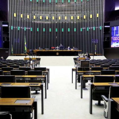 Câmara dos Deputados aprova texto base da MP que altera regras trabalhistas