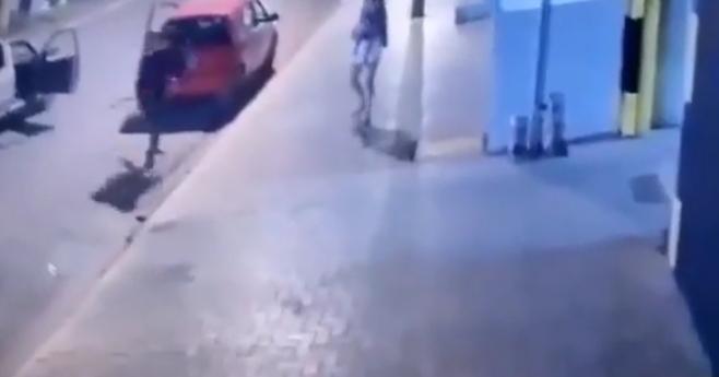 VEJA VÍDEO – Câmera flagra homem sendo executado na frente da esposa com criança no colo