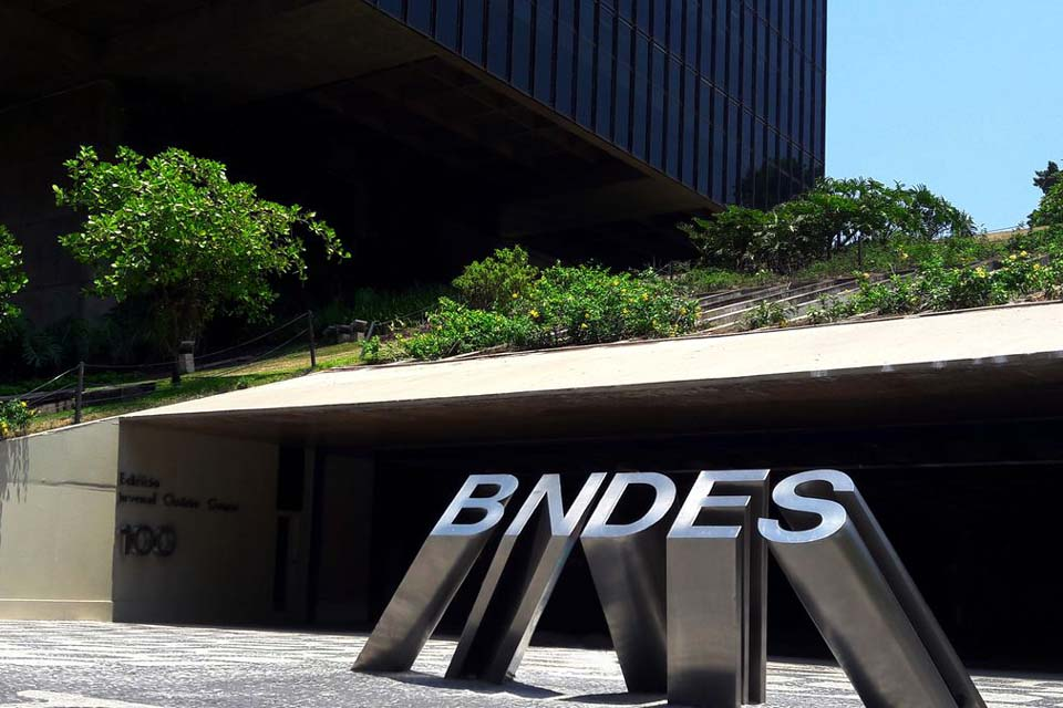 BNDES busca investidores estrangeiros para leilão da Cedae
