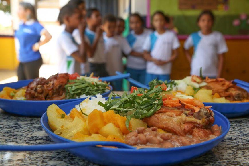 Alunos da rede estadual de ensino recebem segunda parcela do cartão alimentação em Rondônia