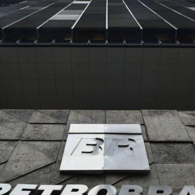 Petrobras reitera suspensão da venda de lote de gasolina de aviação