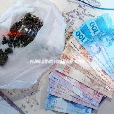 Jovem acusado de tráfico de drogas é preso com maconha e dinheiro