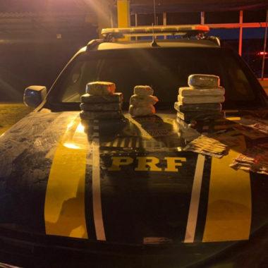 PRF prende em Itapuã casal de moto transportando mais de 10 kg de cocaína
