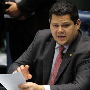 Senado aprova PL das Fake News; projeto segue para Câmara