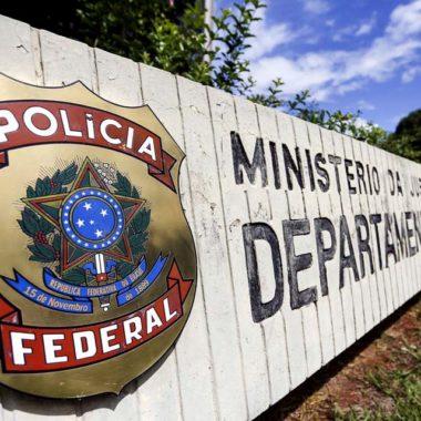 Operação da PF investiga desvios de recursos na prefeitura