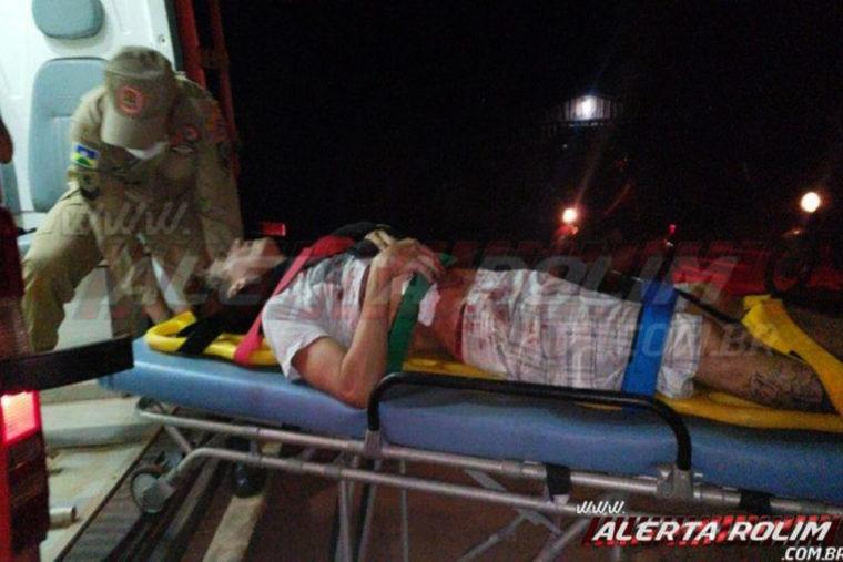 Homem é atacado a facadas e pede ajuda em residência