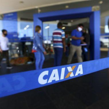 Caixa pagaauxílio emergencial a beneficiários do Bolsa Família
