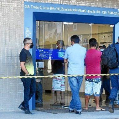 Auxílio Emergencial pode cair para R$ 300 e ser pago até dezembro